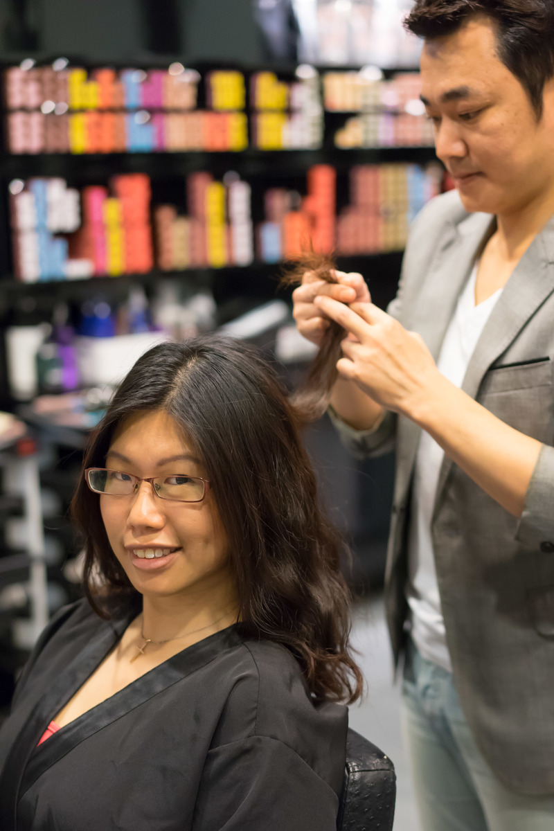 Nicky performing consultation before hair service