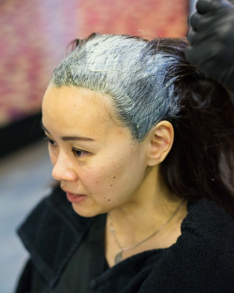 Colour on the hair roots