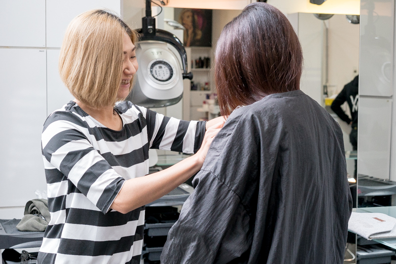 Easy Physical Contact with Female Stylist