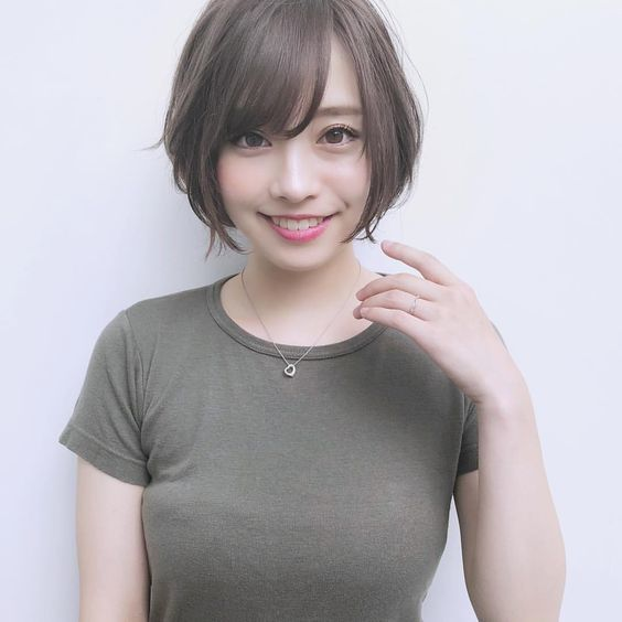 Slimmer Face with Short Haircut