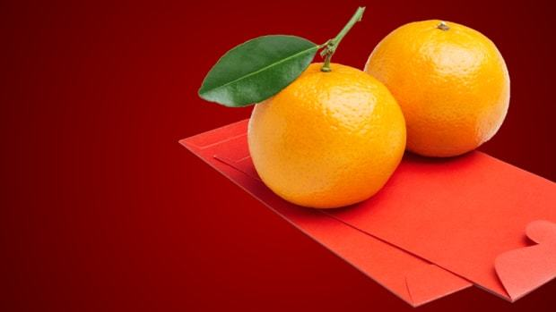 Red Packets and Two Mandarins During Chinese New Year
