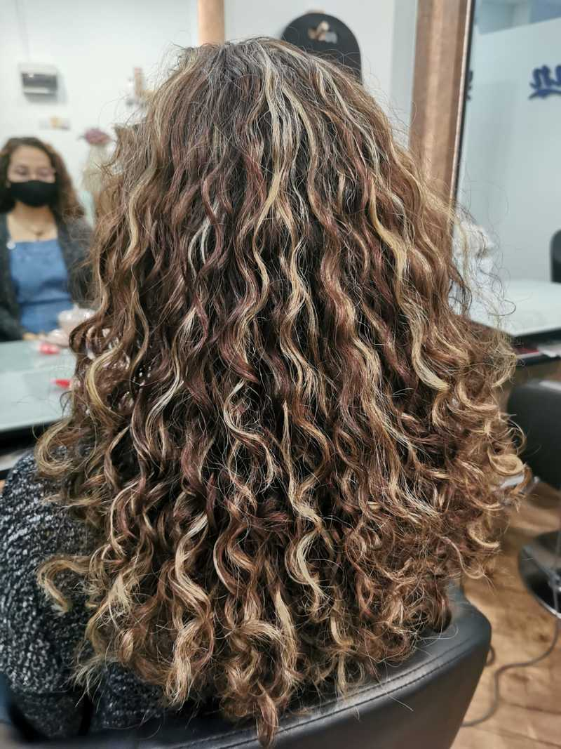 Blonde Highlights on Curly Hair by Ann's Studio