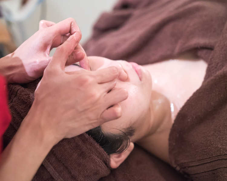 Face and Shoulder Massage at Face Plus by Yamano