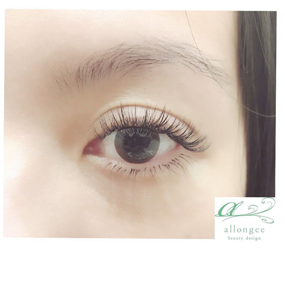 Volume Lash Extension by Allongee