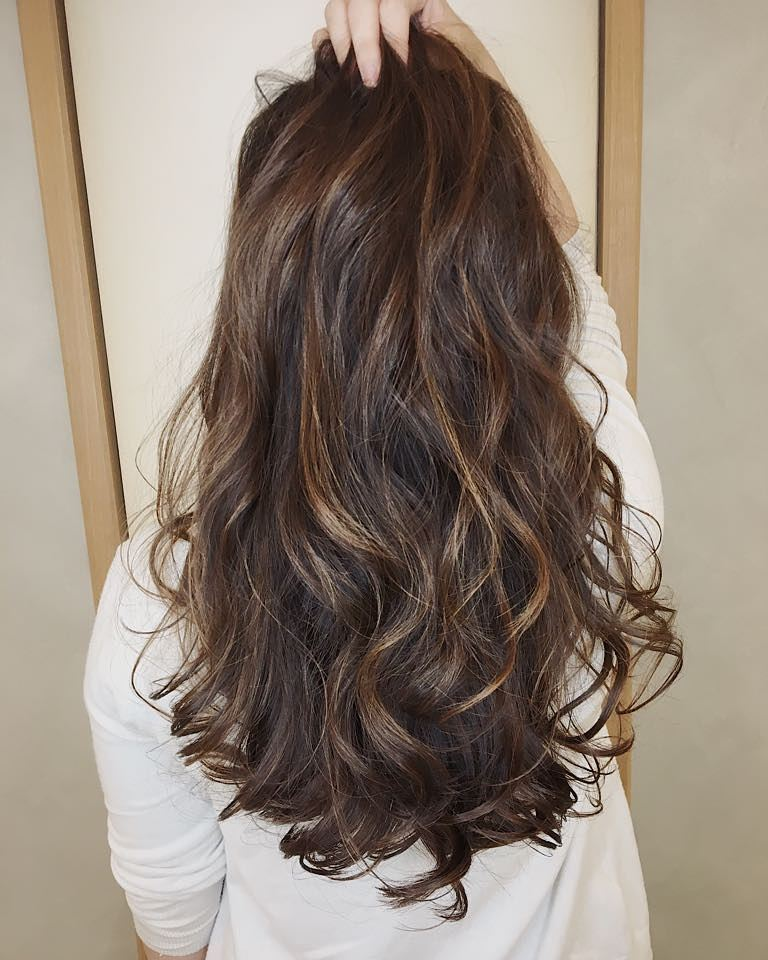 Brown highlights and lowlights by Aube Japanese Hair Salon