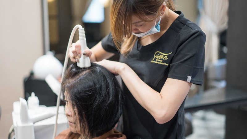 Getting Radiofrequency Treatment For Grey Hair
