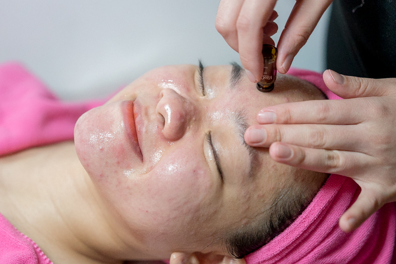 Application of Apple Stem Cell Serum at Apple Queen Beauty