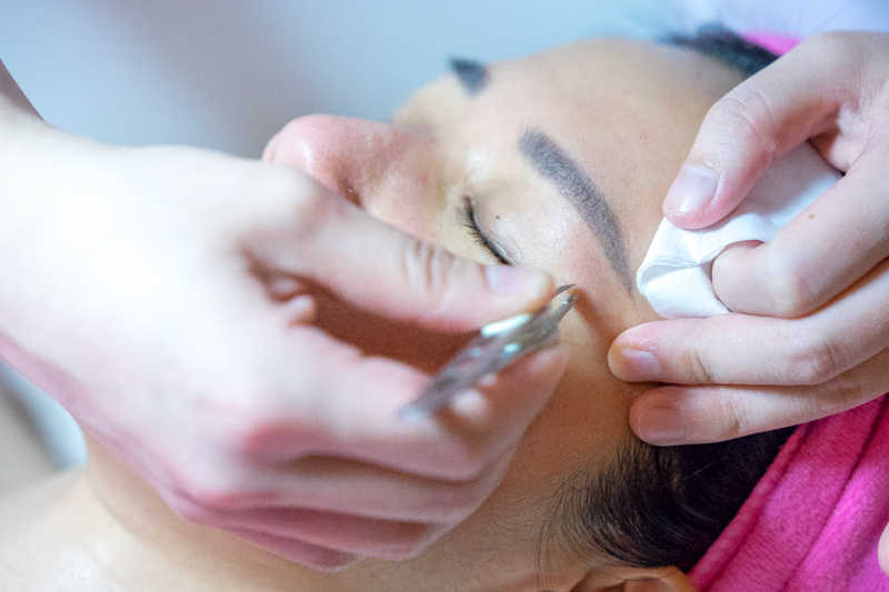 Facial Extraction at Apple Queen Beauty