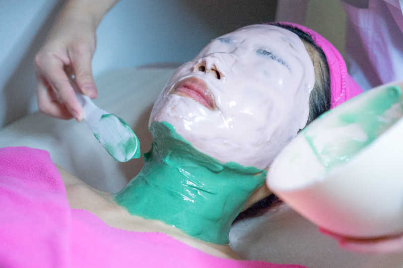 Application of Mask at Apple Queen Beauty