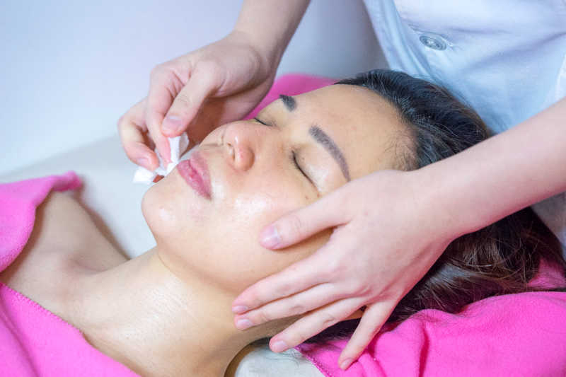 Final Facial Cleanse at Apple Queen Beauty