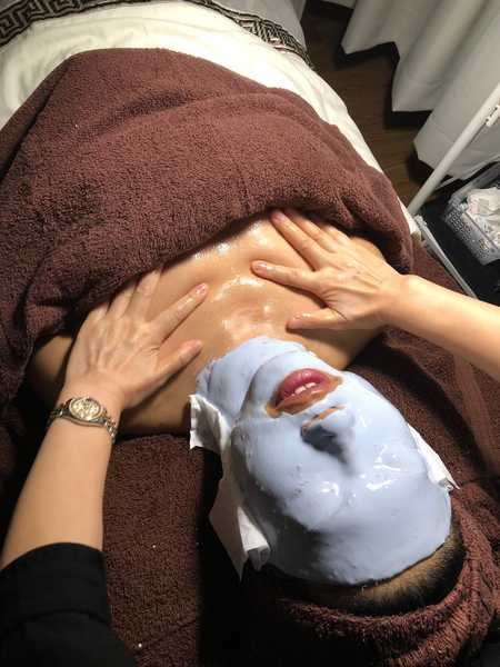 Application of Mask After Extraction at The Bund Beauty