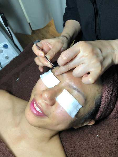 No Pain Facial Extraction at The Bund Beauty