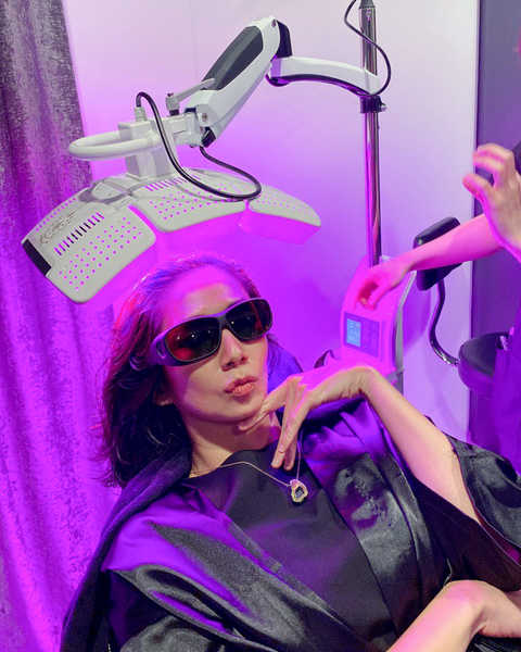 LED Blue and Red Light Therapy at Papilla Haircare