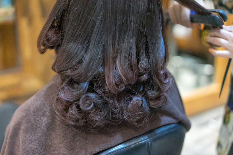 Creating S Curl on my frizzy hair at Koinonia Hair Salon