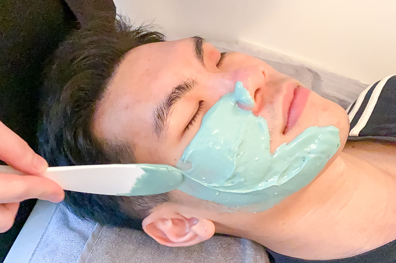 Application of Wheatgrass & Oatmeal Mask After Extraction at Apple Queen Beauty