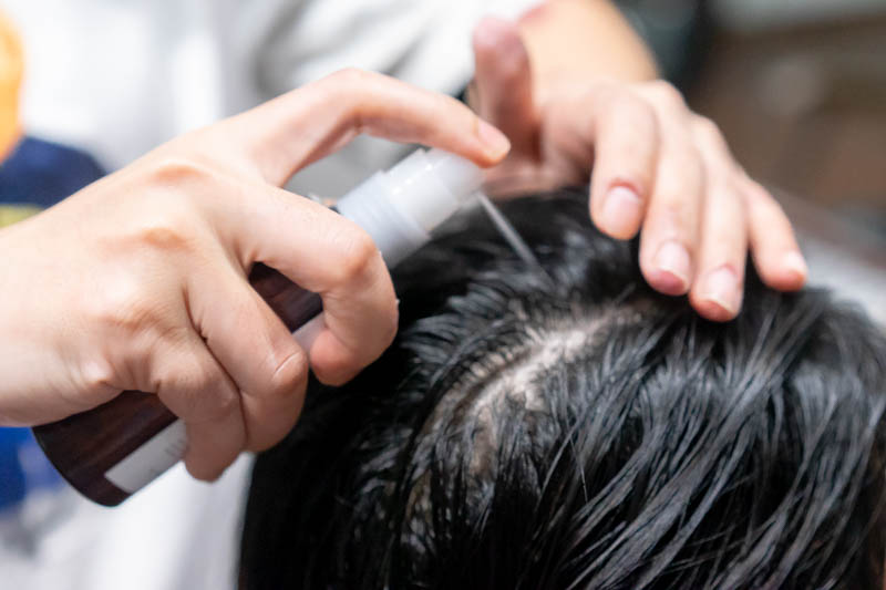 Application of Viege Medicate Essence at Room Japanese Hair Salon
